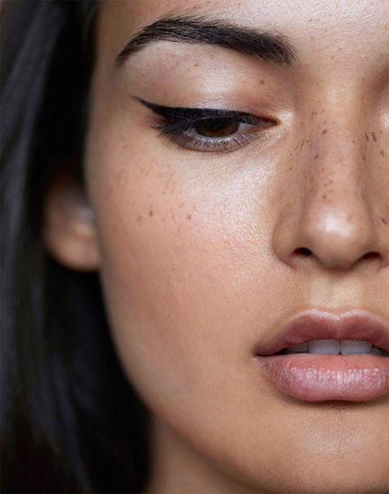 7 Tips for Wearing Liquid Eyeliner