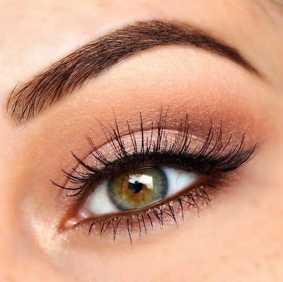 How to Even Out Oily Eyelids