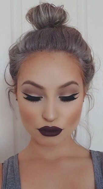 dark lipstick makeup