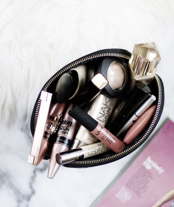 10 Beauty Items to Keep in Your Purse