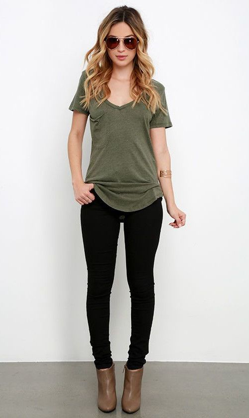 How to Wear a Basic Tee