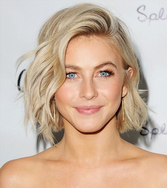 7 easy hairstyles that make your face look slimmer.
