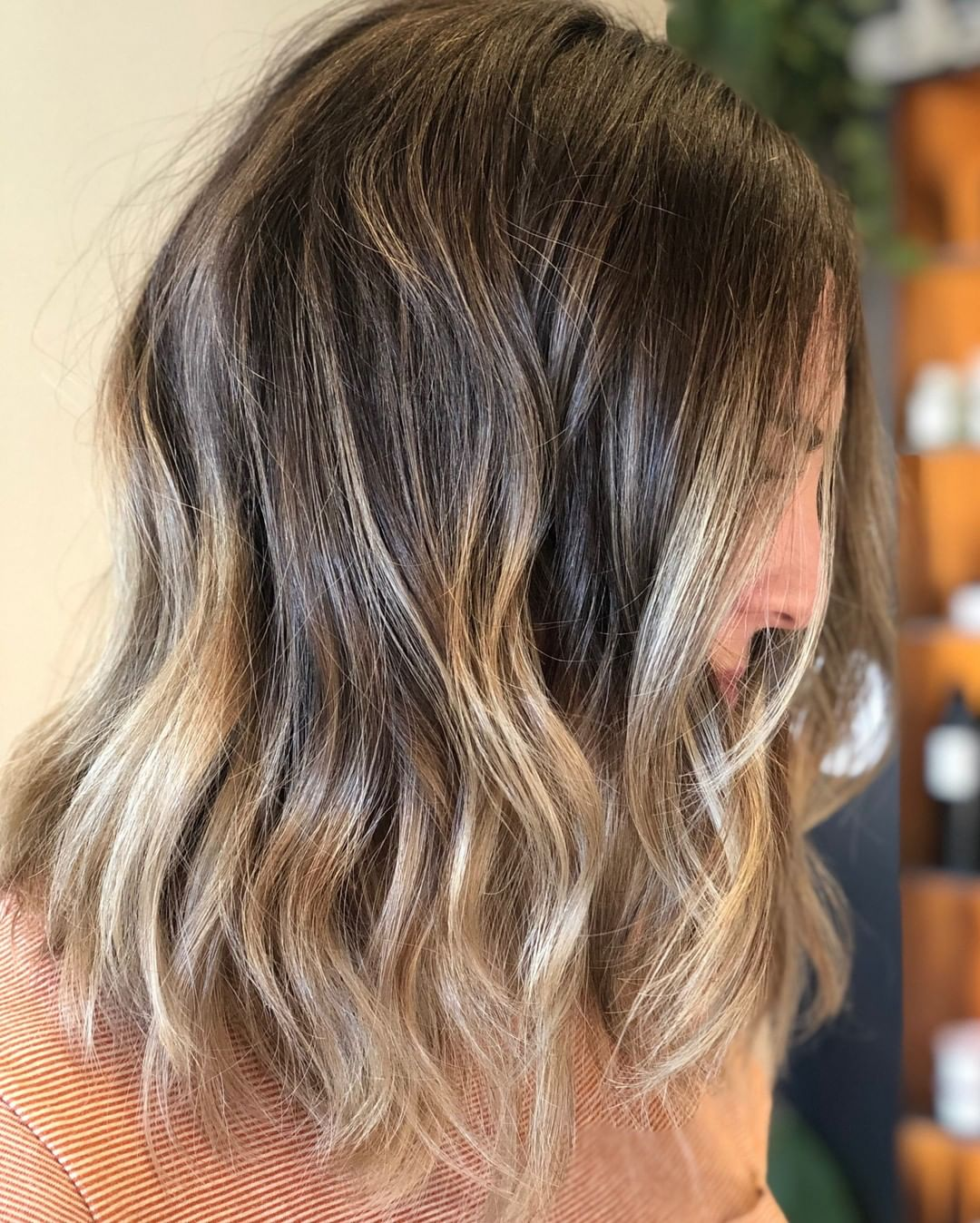 medium hairstyle with highlights