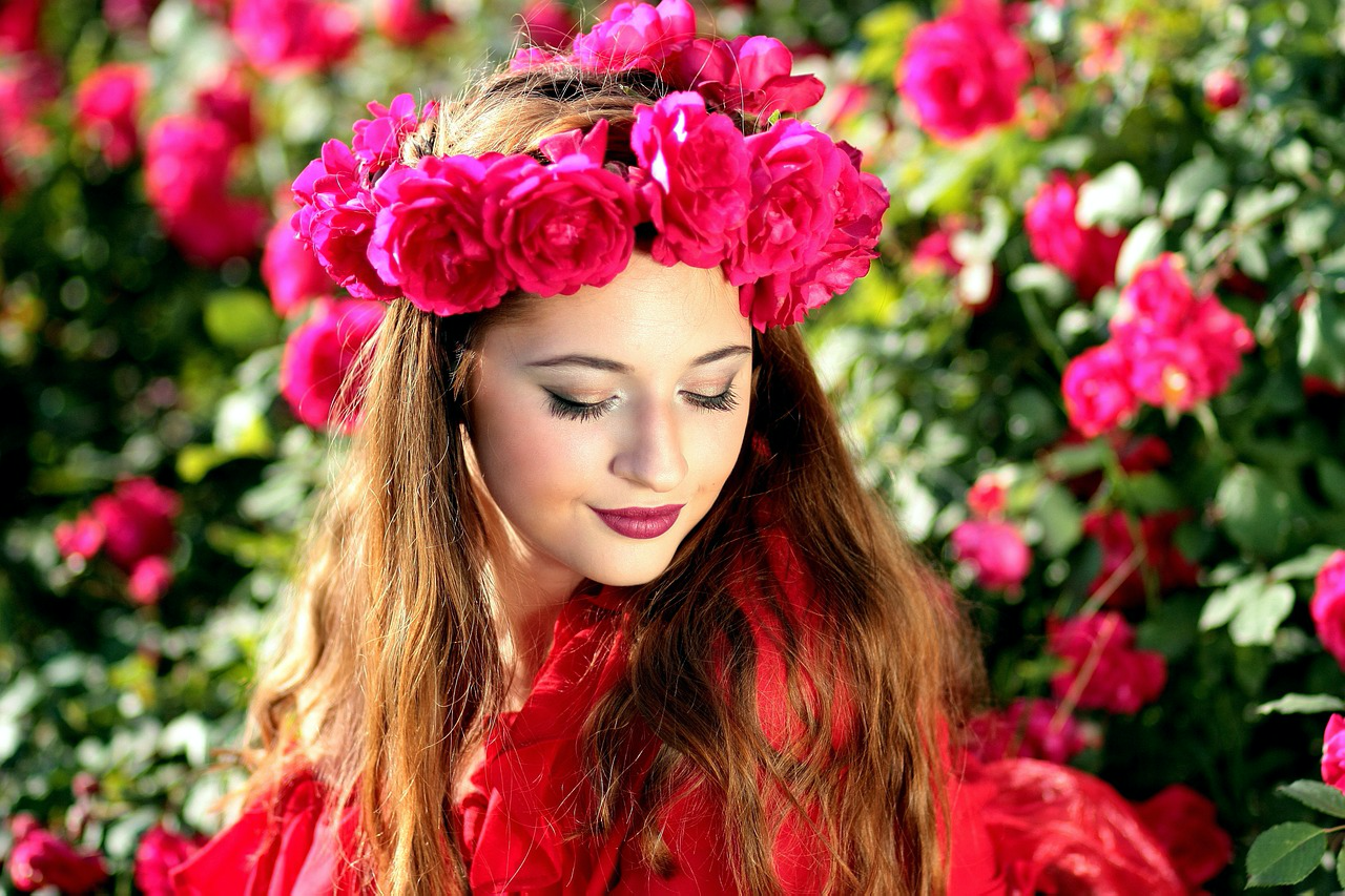 Red What Color Palettes Work for Both Summer & Fall Fashion?