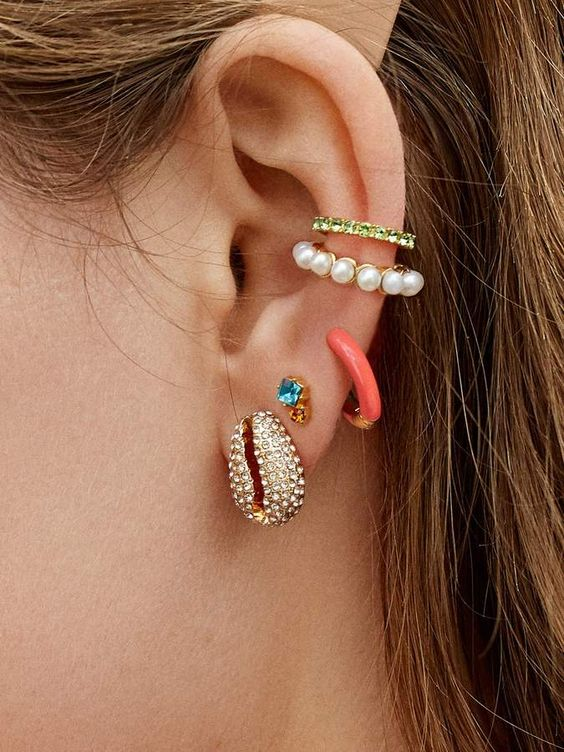 how to wear ear cuffs with trendy style 12 top tips herstylecode How to Wear Ear Cuffs with Trendy Style