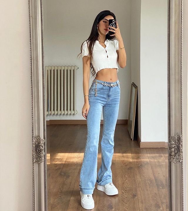 How to Wear Flare Jeans & Look Great!