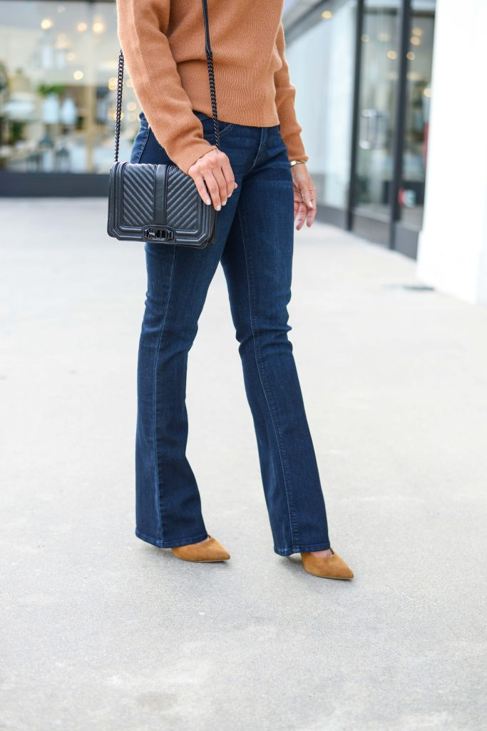g-business-casual-outfit-flared-dark-wash-jeans-black-crossbody-purse