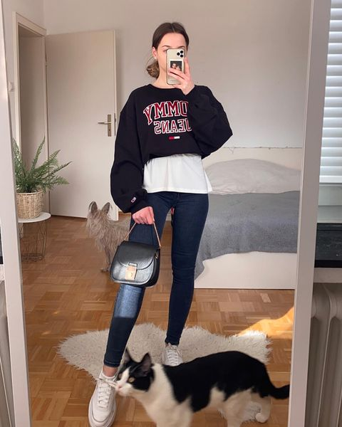 How to Wear White Sneakers: Styling Tips & Outfit Ideas (Feamle)