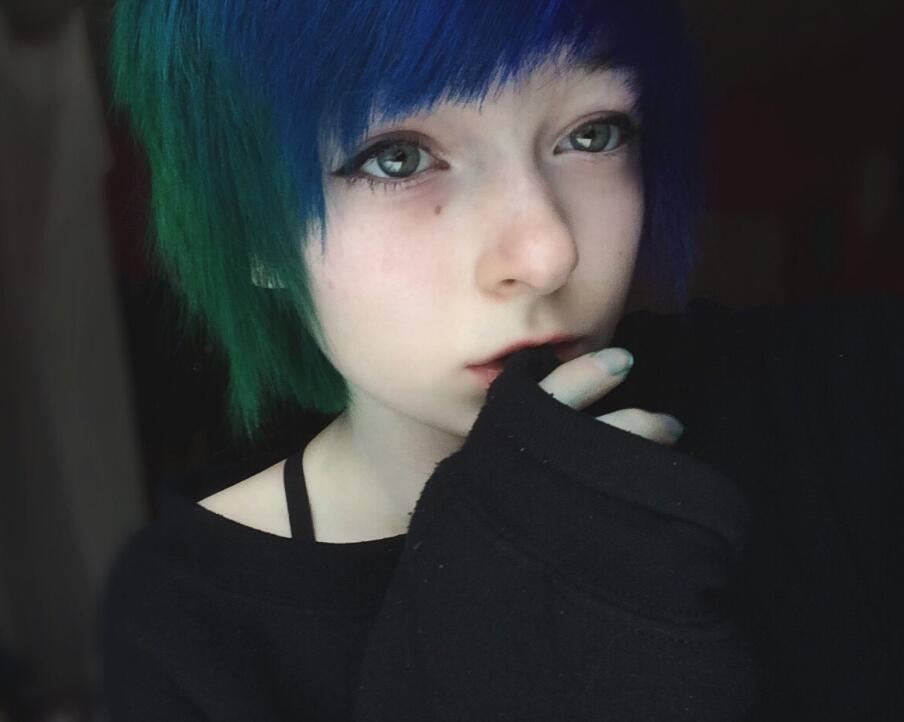 short emo hair for girls