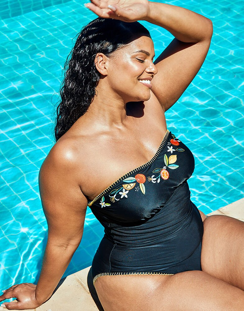 the best plus size bathing suits for fresh style comfort herstylecode 15 The Best Plus Size Bathing Suits - Swimsuits for Fresh Style & Comfort
