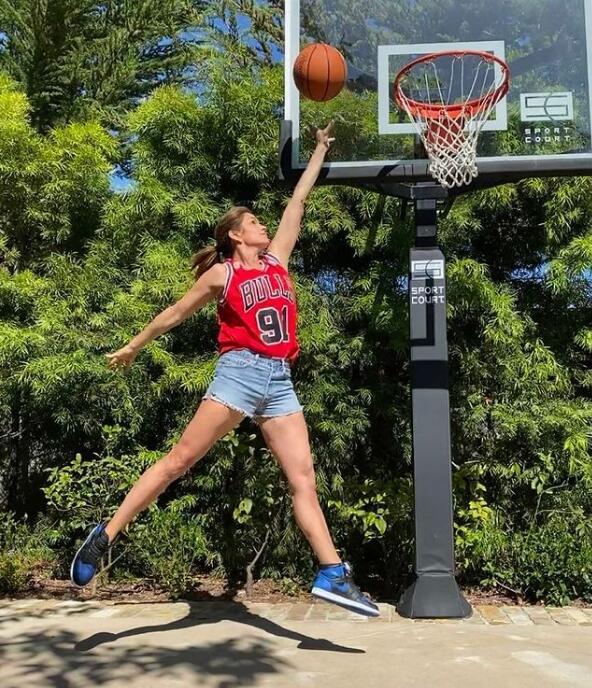 Cindy Crawford sported her Air Jordans