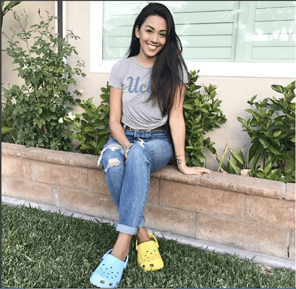 Women Outfits With Crocs - 27 Ideas On How To Wear Crocs | Crocs fashion, Clothes for women, Fashion