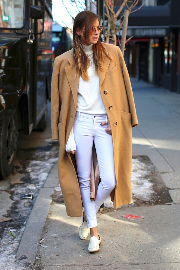 how to wear white jeans with this seasons top new fashion trends herstylecode 6 How to Wear White Jeans with This Season's Top New Fashion Trends