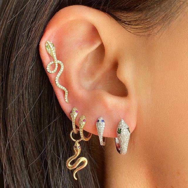 How to Wear Ear Crawlers & Look Stunning