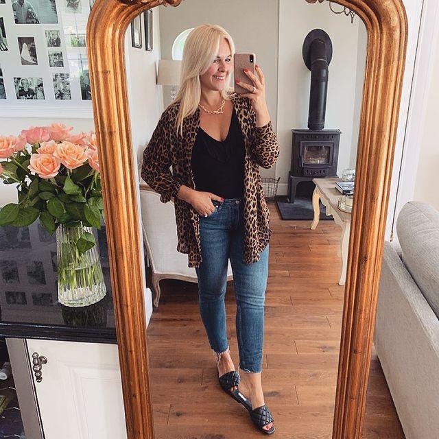 How to Wear Girlfriend Jeans in Gorgeously Stylish New Ways