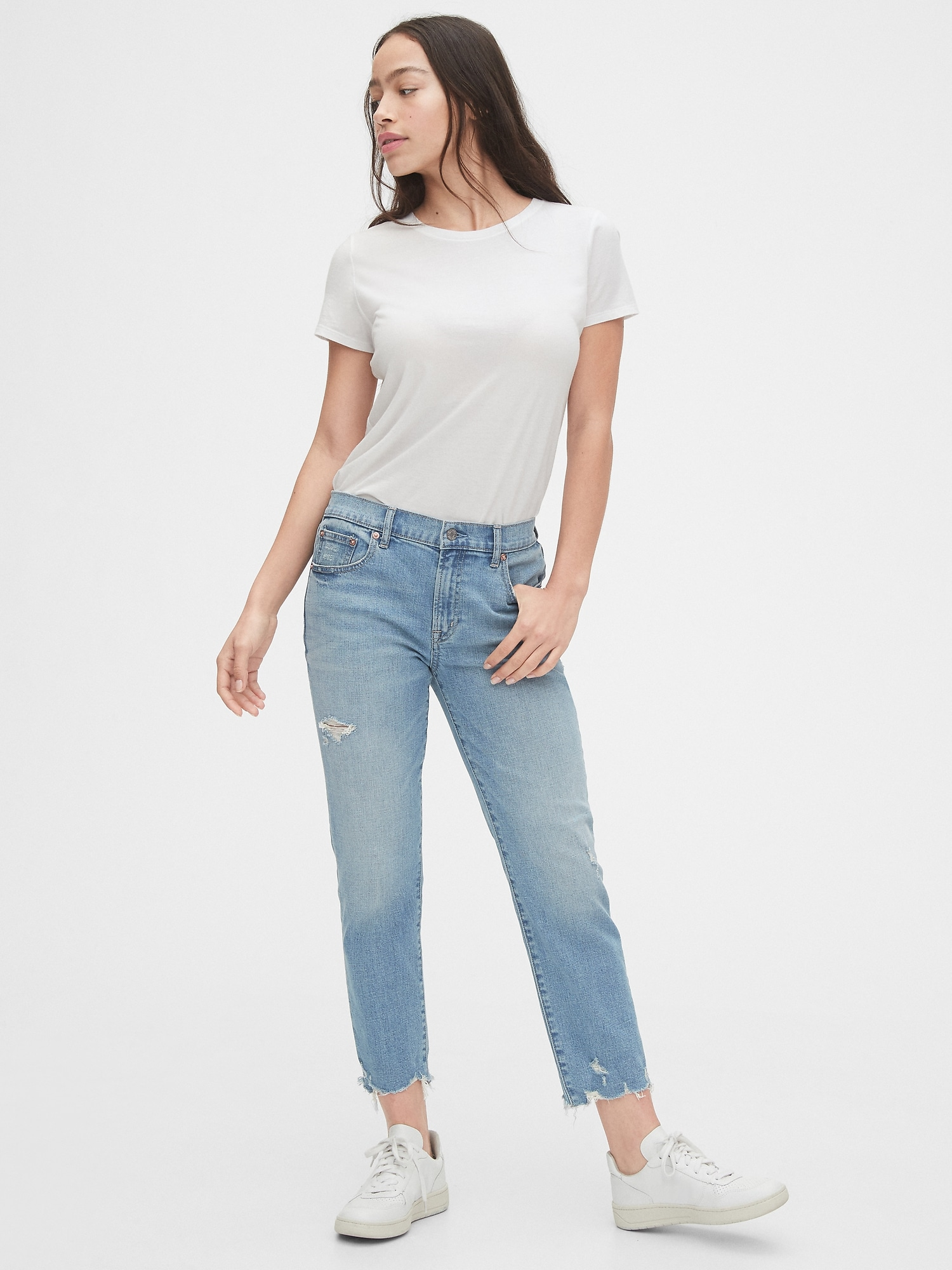 how to wear girlfriend jeans in gorgeously stylish new ways herstylecode How to Wear Girlfriend Jeans in Gorgeously Stylish New Ways