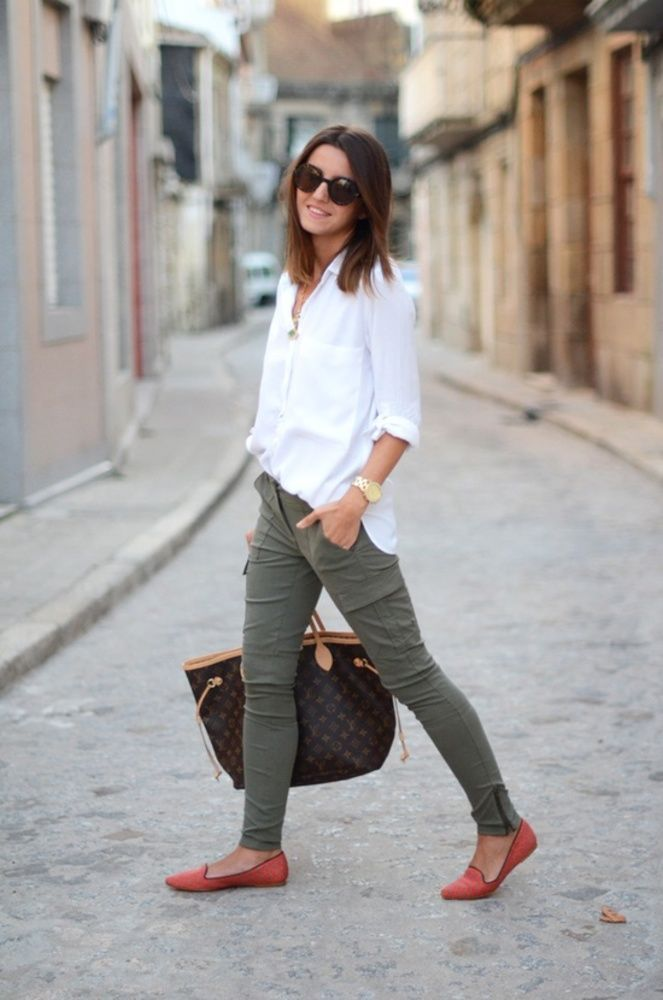 I live this color green with white. | Fashion, Style, Casual fashion