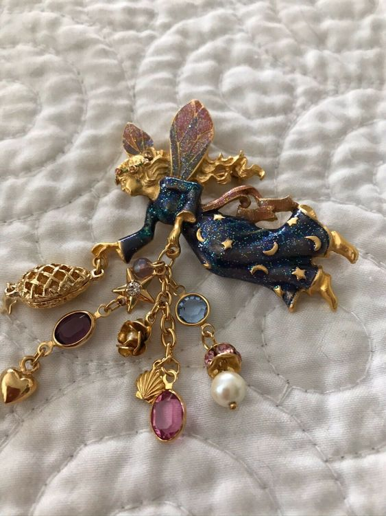 how to wear enamel pins lapel pins for fun fashion herstylecode How to Wear Enamel Pins - Lapel Pins for Fun Fashion