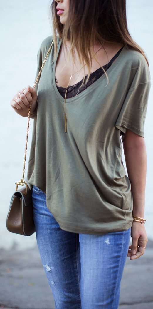 7 Tips on How to Wear a Basic Tee More Fashionable