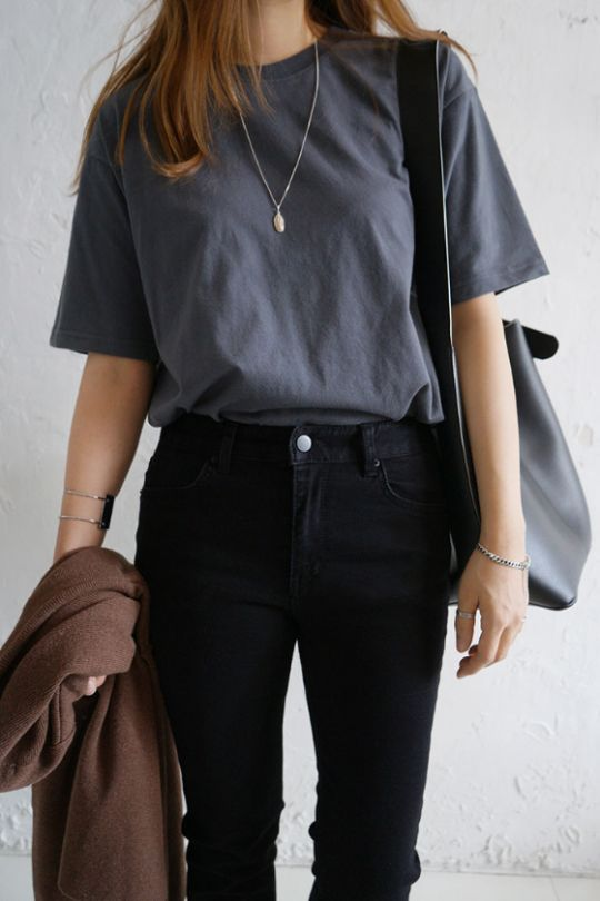 7 Tips on How to Wear a Basic Tee More Fashionable - Her Style Code