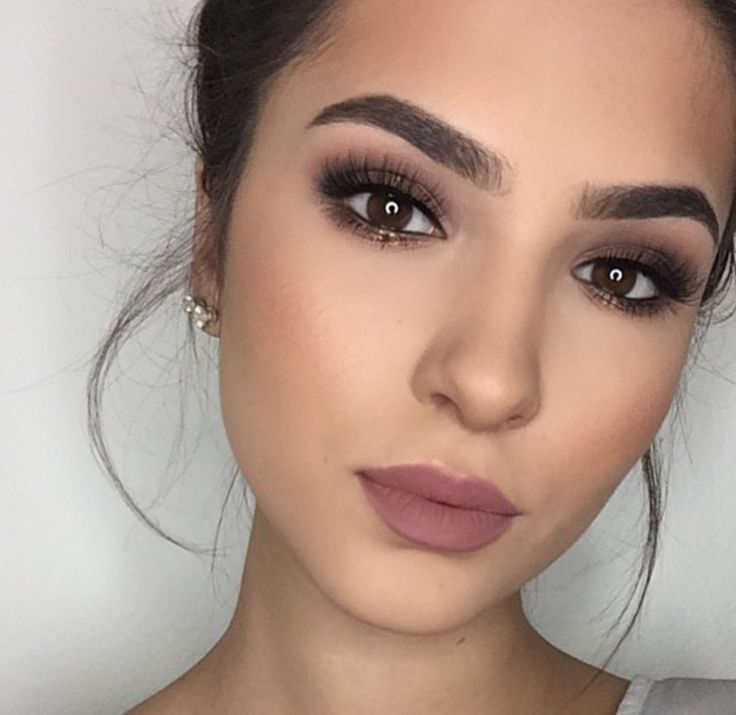 Natural makeup look for brown eyes