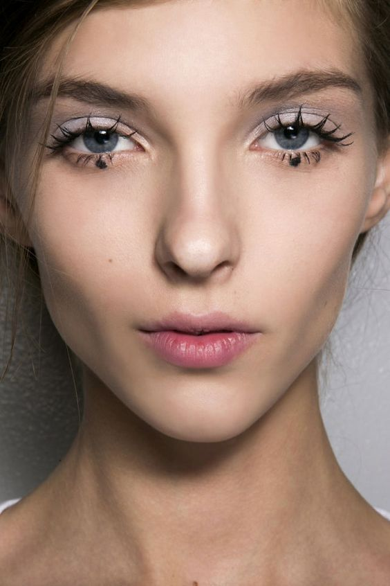 How to Pull off Doll Lashes