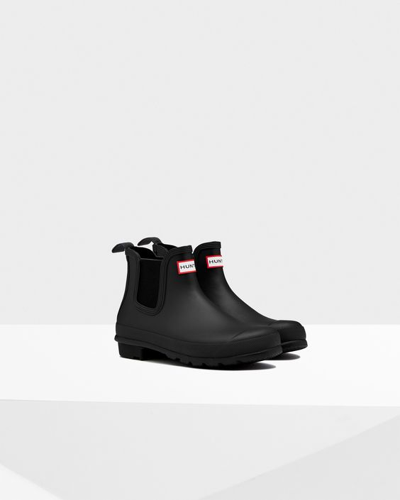 5-black-boot-styles-every-woman-needs_herstylecode-1
