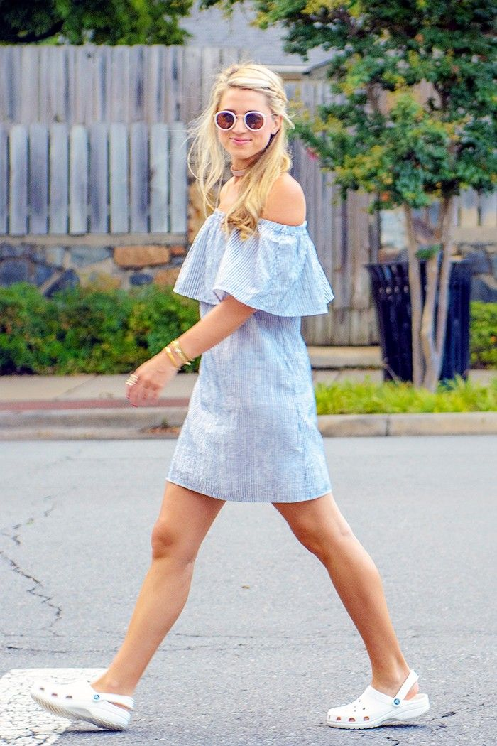 how-to-wear-crocs-fashionably-in-the-new-cute-dainty-sandal-styles_herstylecode-6