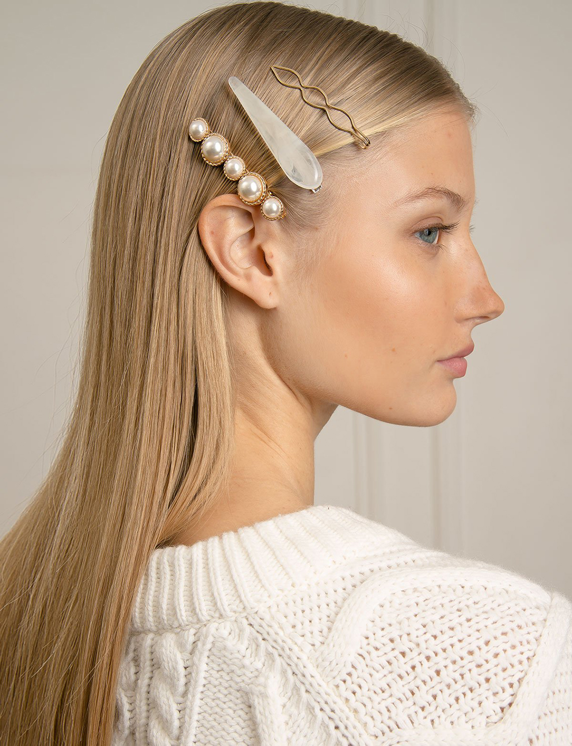 herstylecode 1 How to Wear Barrettes, 10 Easy Ways to Style Barrettes