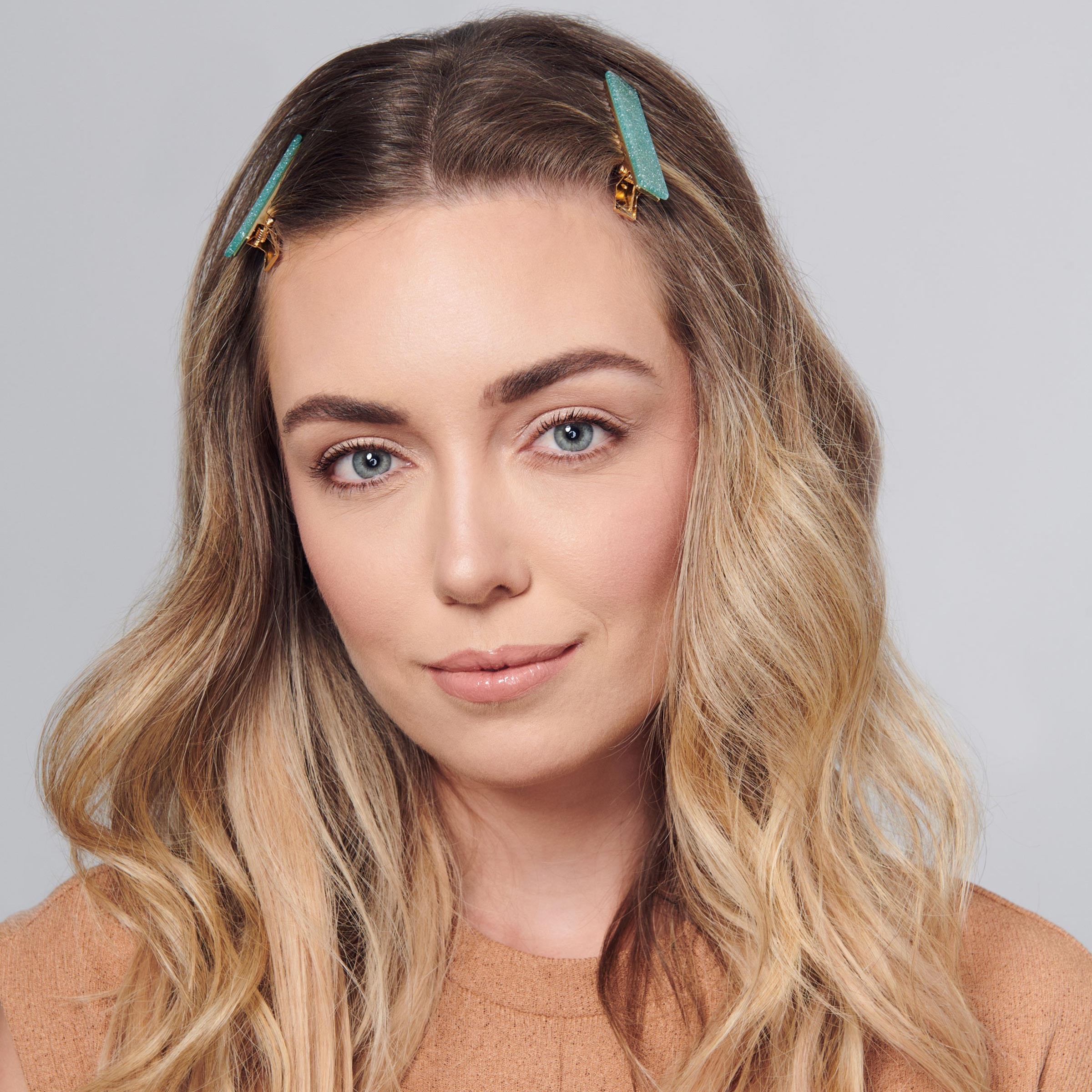 herstylecode 6 How to Wear Barrettes, 10 Easy Ways to Style Barrettes