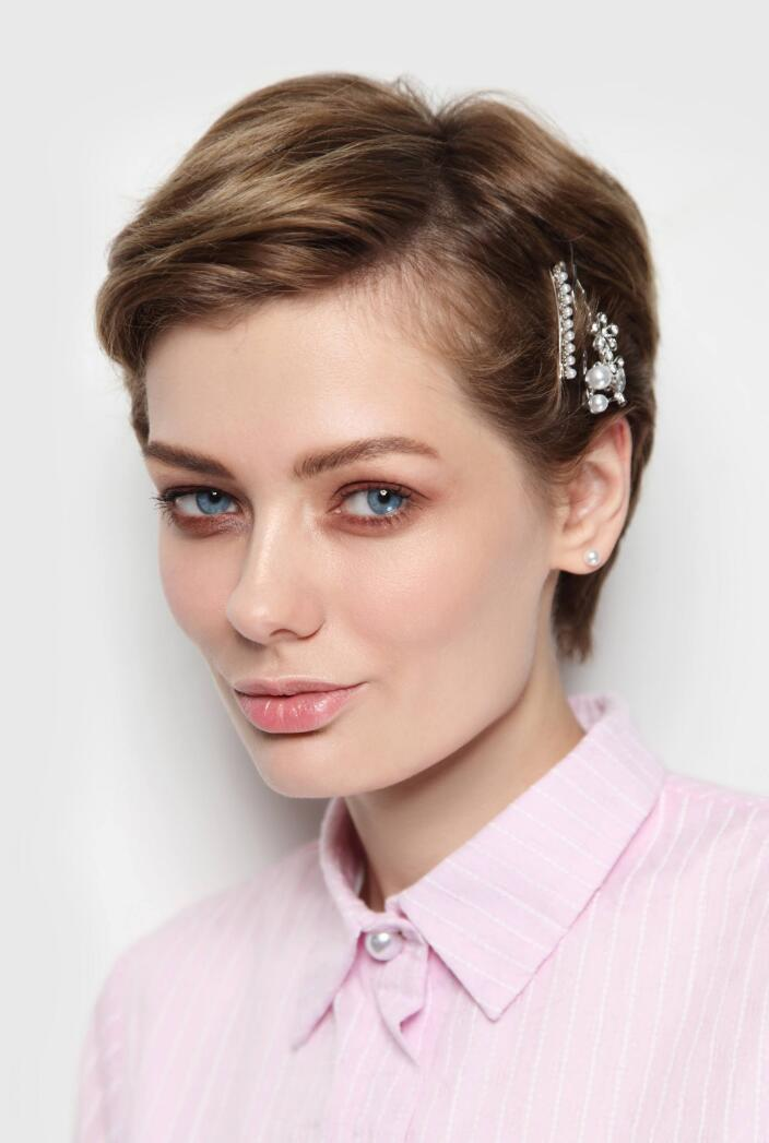 how to wear barrettes in short pixie haircut How to Wear Barrettes, 10 Easy Ways to Style Barrettes
